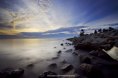 Ray of Light in mist (wanzr) Tags: cloud seascape sunrise canon lens landscape slow malaysia shutter 1022mm uwa nd400 50d
