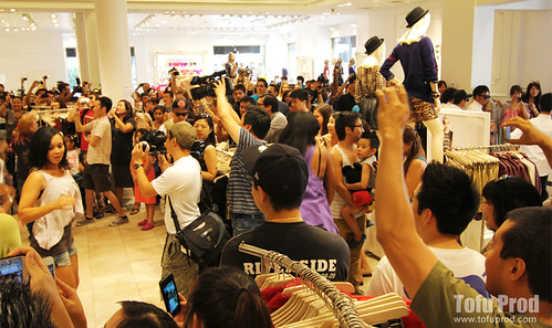 Gangnam Style Flash Mob at Forever 21