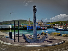 Portmagee Harbour, Co Kerry (Eileen (EMC)) Tags: ireland sky seascape clouds port boats pier harbour seagull shoreline places eire kerry coastal anchor fishingboats hdr irlande bythesea portmagee coastalview portmageeharbour irlandi