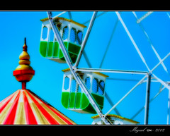 Recuerdos de la infancia. / Childhood memories. (Miguel Angel SGR) Tags: blue light sky espaa color colour tourism azul children lights spain nikon colorful europe feria carousel nios andalucia viajes sueos dreams cadiz trips turismo nio touring attractions orton noria tiovivo atracciones colorido nikonistas d3000 efectoorton nikond3000 onirics