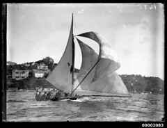 18 footer displaying a tricoloured pennant on the mainsail, Sydney Harbour