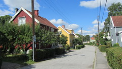 Runstensvgen, ngby, Bromma (catarina.berg) Tags: road street houses buildings sweden stockholm suburb villas runestone bromma ngby runstensvgen therunestoneroad
