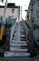 DSC_0565 (DieguitoMC) Tags: ocean chile old summer people streets cold water architecture del buildings graffiti valparaiso mar viña pacific cables 2012 quilpue