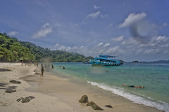 DSC09314 (andrewlorenzlong) Tags: beach water thailand boat sand kohchang kohrang kohrangyai korangyai