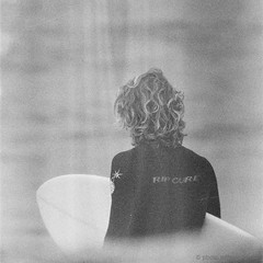 rip curl dude, santa cruz, july 2012 [#025434] (Jeff Merlet Photography) Tags: ocean california leica morning sea people bw usa santacruz man film beach sport closeup analog 35mm hair square blackwhite sand published surf day pacific outdoor surfer board foggy overcast surfing lightleak riding negative 400 surfboard 135 rider 34 thruster wetsuit 2012 ripcurl visoflex foggymorning foma rpl arista leicam6ttl aristaeduultra400 fomapan400 scphoto visoflexiii 201207 richardphotolab 025434 thelanetowaddell jeffmerletphotography photojeffmerletcom telyt40068 r0254 rpl1108