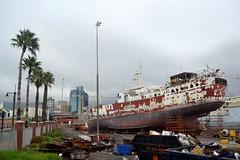 contraste (payorivero) Tags: sudafrica africa southafrica capetown landscapes ciudad delcabo contrastes barco muelle varado nikond3100 nikon