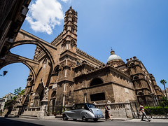Palermo 03 (arsamie) Tags: palermo sicilia sicily sicile palerme italy cathedral basilica church contre plonge old car arches street sun summer wedding