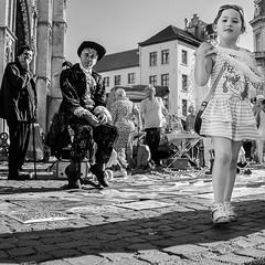 20160815-naamloos9.jpg (Woolfingale) Tags: square mensen zwartwit zw lenzen street lrcc seizoenen 1x1 minoltamd3570f35 2016 zomer kinderen sonya7