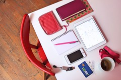 bureau-porte-monnaie-carnet-tablette (jezaroul) Tags: bureau ipad tablette smartphone table chaise