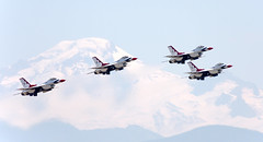 USAF Thunderbirds and Mt. Baker (c0yote) Tags: canon bc aircraft aviation airshow f16 thunderbirds airforce viper abbotsford abbotsfordairshow fightingfalcon cyxx tamronsp70300mmf456divcusd