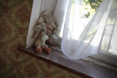 Elle guette au-dehors (Nutena) Tags: old house window dark puppet decay urbanexploration maison desolate fenêtre decaying vieux ambiance urbex poupée délabré ténébreux défraîchi
