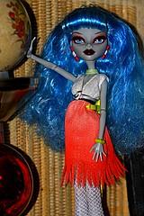 12-08-30 40D-A 70-200mm MH Dolls Display_17LLS (BrandyVSOP) Tags: ladies girls girl abbey monster lady oregon canon portland toy toys dawn dance high doll dolls or frankie f spectra 4l stein 70200 f4 mattel tigard 2012 70200mm 70200mmf4l operetta 70200mmf4 40d yelps canon40d ghoulia brandyvsop dawnofthedance monsterhigh draculaura dpstoys bominable vondergeist dayatthemaul operettayelpsbirdcage