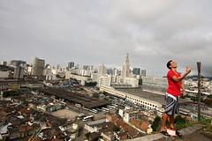 (rosa_pedra) Tags: brazil riodejaneiro favela brasile bimbingioco locandinasmh