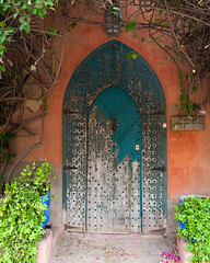 Marrakech, Morocco - 19 (Ronald Santerre) Tags: voyage africa door travel plant vertical architecture cat one northafrica teal pot morocco maroc marrakech maghreb marrakesh ochre 2012 afrique marrakesch yvessaintlaurent travelphotography afriquedunord jardinmajorelle majorellegarden marraquech ronaldsanterre
