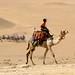 Andando de camelo pelo deserto