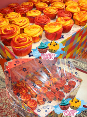 كب كيك توزيعات (Heavenly Sweets ☁) Tags: cakes cup floral cake colorful chocolate sweets heavenly qatar maltesers عبدالله كيك قطر أم فراولة زخارف توزيعات شوكولا كب