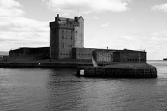 Castle1 BW (Little Boffin (PeterEdin)) Tags: old blackandwhite bw white black slr castle monochrome canon buildings eos rebel grey coast scotland town blackwhite ancient alba broughtyferry dundee fort citadel oldbuildings historic coastal dslr fortification chateau towns stronghold fortress canoneos tayside singlelensreflex blackandwhitephotography ecosse blackwhitephotography historicbuildings ancientbuildings broughtycastle dunde 400d rebelxti canoneos400d canonrebelxti canon400d digitalsinglelensreflex bruachtatha brochtie dùndè
