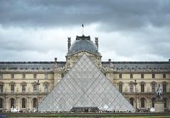 Pyramide du Louvre. (JssInReverse.) Tags: sky paris france nuvole grigio louvre ciel cielo francia pyramide parigi piramidedivetro