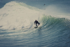 Surfeur | Anglet (Samuel Boivin) Tags: ocean blue sea mer white black france green art water sport photography photo eau europe surf noir dynamic surfer board sony sigma wave spot vert bleu foam 300 vague samuel blanc bayonne biarritz planche 550 ecume atlantique anglet surfeur boivin
