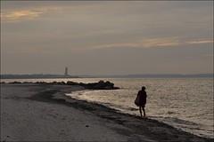 allein (liebeslakritze) Tags: sunset woman beach strand alone sonnenuntergang sundown walk balticsea frau ostsee spaziergang laboe allein marinememorial marineehrenmal botsand