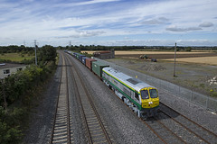 226 on Ballina-Northwall IWT liner at Stacumny bridge 24-Aug-16 (metrovick) Tags: irishrail iarnrodeireann ie201class ie226 emd emdexportloco jt42hcw iwtliner iwt freighttrain containertrain liner stacumnybridge railroad railway
