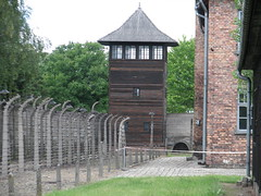 Auschwitz I (Stammlager) (58) (greger.ravik) Tags: polen polen2016 poland polska auschwitz stammlager owicim koncentrationslger war crime camp concentration ww2 holocaust genocide shoah elstngsel electrified barb wire taggtrd fence stngsel danger watchtower watch tower lger history historia museum