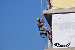 albail - Agustin Rivas (agustinrivas1) Tags: build builder construcutor albail colgado alto dia celeste nikon d3300 sin nubes distancia long lejos far