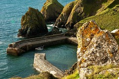 Memories of Cornwall (JimJam75) Tags: sea sunlight landscape cornwall harbour cove mullion mullioncove nikond700