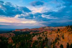 Canyon sunrise (dragonguitar) Tags: sky usa mountain nature clouds america montagne sunrise nuvole alba natura canyon adventure cielo bryce westcoast viaggi viaggio avventure
