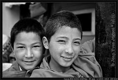 Moinillons dans un Monastre du Ladakh (Inde) - Novices in a Monastery, Ladakh (India) ( Jean-Yves JUGUET ) Tags: road india mountain snow mountains landscape buddha stupa prayer monk buddhism monastery kashmir himalaya shanti himalayas indus ladakh gompa pangong
