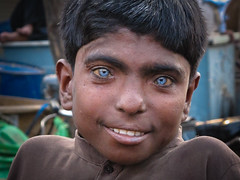 Boy with blue eyes (Lil [Kristen Elsby]) Tags: travel boy portrait india topf25 asia child market delhi indian blueeyes getty editorial bazaar topv11111 gettyimages southasia olddelhi travelphotography meenabazaar canong12