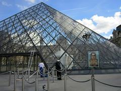 Cleaning the glasses of the Pyramide du Louvre (Kay Harpa) Tags: paris france seine tuileries quai pyramidedulouvre photokay parispromenades 2oct2012 slyparis journeradieuse