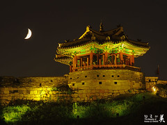 Hwaseong Fortress - IMGP8120 (oasisframe) Tags: moon reflection landscape gate korea unesco nightview southkorea cultural suwon gyeonggido hwaseongfortress unescoworldculturalheritage ilovekorea hwahongmun banghwasuryujeong hwahongmungate