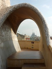 barcelona, casa pedrera (PIZZO76) Tags: barcelona espaa spain catalonia catalunya architettura modernismo barcellona spagna casamil gaud casabatl casapedrera