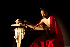 Adaptacin de Caravaggio - San Jernimo escribiendo (Daniel_V.) Tags: claro en film saint canon painting video chair san paint god jerome uabc baroque caravaggio adaptation biblia claroscuro arri jeronimo oleo oscuro barroco vdeo biblie adaptacin cinefotografa clairoscuro
