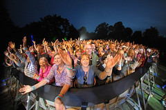 The Little Photo Company - Tash Lee-Jones - Thursday_086 (Larmer Tree) Tags: 2016 thursday stevejones audience frontrow handsintheair littlephotocompany favourite