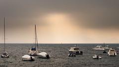 Una ventana de luz (Carpetovetn) Tags: amanecer agua mar marcantbrico marina barcos puerto nikond610 tamron2875