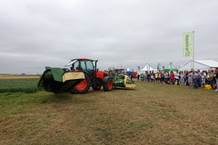 Krone tractor demo @ Innov-Agri 2016 @ Outarville (*_*) Tags: innovagri innov agri agro agriculture machinery fair tractor farming france loiret outarville 2016 summer cloudy farm exhibition show september septembre salon machine mechanics ferme krone europe