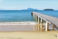 Ihla grande (nur_castillo) Tags: beach deck muelle brasil sea atlantic ocean island peace relaz light mountain lanscape travel backpacker