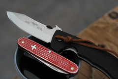 IMG_1289 (liam noble) Tags: knife edc everydaycarry pocketdump foldingknife emerson eki knives horseman swissarmyknife sak victorinox alox old cros cross