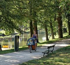 Utrect, Manenburg, Mamafiets (Nik Morris (van Leiden)) Tags: netherlands nederland utrecht provincieutrecht herfst sonya77 canals bike bicycle fiets fietsen mamafiets bakfiets