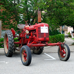 IH - Mc Cormick, Farmall Super FC-C (France, 1954) (Cletus Awreetus) Tags: tractor farmall tracteur ih mccormick internationalharvester machineagricole matérielagricole superfcc