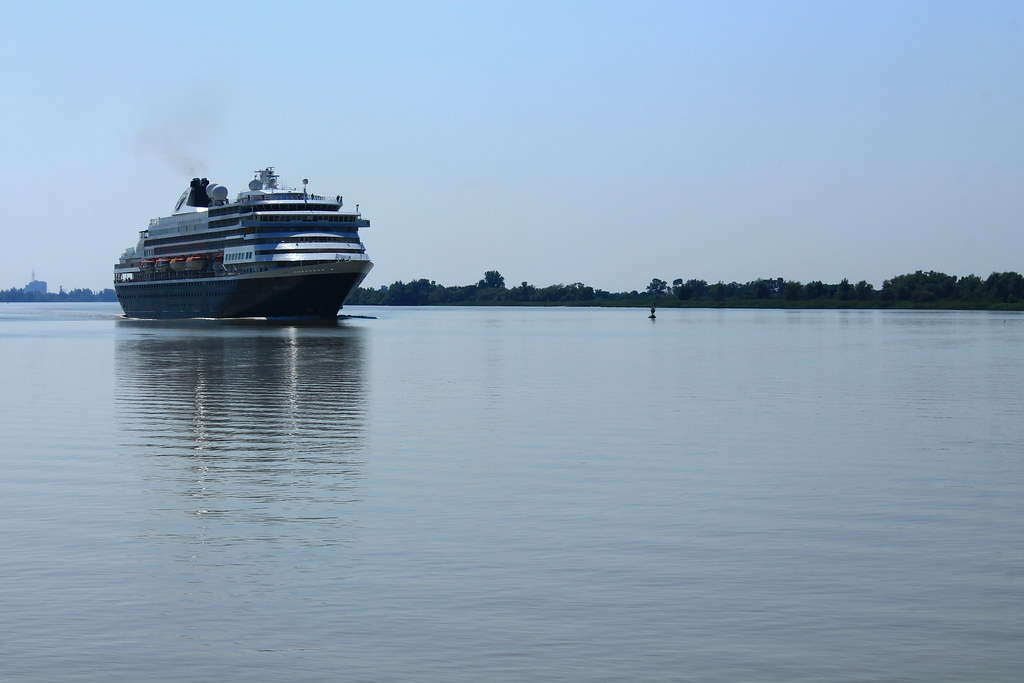 ms Prinsendam leaving Bordeaux - 09 septembre 2012