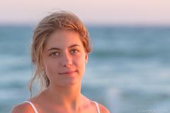 Una mirada que desarma.... (luisp007) Tags: retrato playa mirada cdiz 2012 lau elpalmar