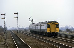 Galloping Through Gilberdyke (SydPix) Tags: diesel swindon trains signals railways intercity unit transpennine dmu semaphores gilberdyke class123 e52097 oxmardyke sydyoung