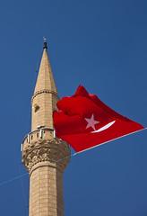 Minarett in Mustafapaa (Blinde 8) Tags: turkey flag trkei fahne cappadocia kappadokien minarett