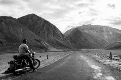 Flat Road (Viswas Nair TK) Tags: road india mountains bike landscape nikon flat north royal motor nikkor ladakh d90 nubra enfiled 18105mm khalsar