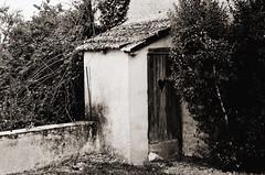 Ein stiller Ort - Explored (Tinina67) Tags: wood france stone heart toilet plumpsklo klo tina outhouse oldfashioned odc gers goodoldtimes seissan ourdailychallenge tinina67 aumarron