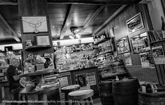 Typische Weinstubenatmosphre aufgenommen in der Enoteca Da Claudia in Meran in Sdtirol - Typical wine taverns atmosphere photographed at Enoteca Da Claudia in Merano (klausmoseleit) Tags: jahreszeit orte meran sdtirol sommer alpen trentinoaltoadige italien it