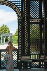 Beautycage (j.elemans) Tags: wenen sisi court habsburger austria vienna oostenrijk schonbrunn girl beauty empress elisabeth garden cage caught formality stiffling dress flower